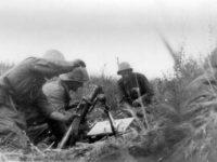 Aruncator de grenade calibrul 60 mm in pozitie de tragere la Cotul Donului
